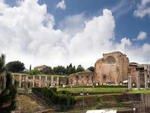 金星和罗马寺庙论坛废墟的在罗马意大利 免版税库存图片