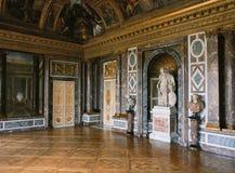 金星沙龙、大理石墙壁和雕象在凡尔赛宫,法国 免版税库存照片