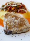 金枪鱼和胡椒沙拉。 免版税库存照片