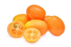 金桔,在白色背景隔绝的cumquat果子 库存图片