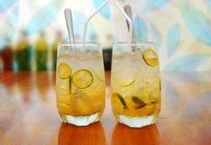 金桔(柑橘japonica, qua TAC)汁或柠檬水汁为您热的夏天 图库摄影