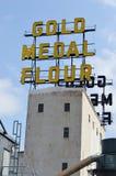 金牌在磨房城市博物馆的面粉标志,米尼亚波尼斯 库存照片