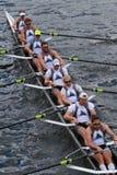 金牛座小船俱乐部在查尔斯赛船会人的冠军Eights头赛跑  免版税库存照片