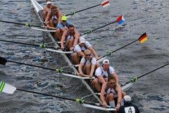 金牛座小船俱乐部在查尔斯赛船会人的冠军Eights头赛跑  免版税库存图片