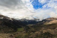 金牛座山全景与草甸的 库存照片
