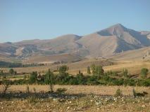 金牛座的山在土耳其的干旱的乡下在夏天 免版税图库摄影