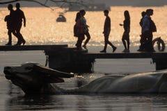 金牛座水池的,西湖,杭州,浙江,日落的中国江边 免版税库存图片