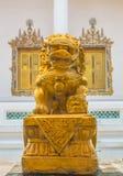 金狮子雕象 免版税图库摄影