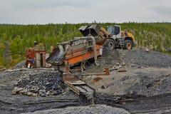 金矿在Susuman 自动装卸机和非摇摆物 库存图片