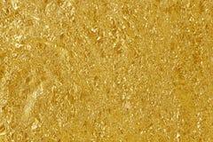 金箔叶子发光的纹理,抽象黄色包装纸 免版税库存照片