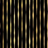 金箔手拉的垂直线无缝的传染媒介样式 在黑背景的金黄波浪不规则的条纹 对圣诞节,新 皇族释放例证
