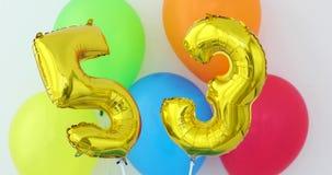 金箔第53在颜色的庆祝气球 股票视频