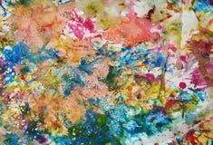 金绿色橙色蓝色察觉背景,闪耀的泥泞的蜡状的油漆,对比在淡色颜色的形状背景 免版税库存照片