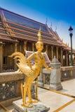 金菩萨雕塑 库存图片