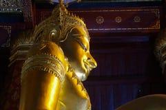 金菩萨雕象Wat Na Phra Meru阿尤特拉利夫雷斯,泰国 免版税库存照片