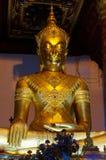 金菩萨雕象Wat Na Phra Meru阿尤特拉利夫雷斯,泰国 库存图片