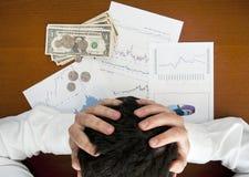 金融危机概念。拿着他的头的商人 免版税库存图片