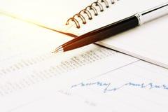 金融市场价格表、股票、债券或者产权分析为 图库摄影