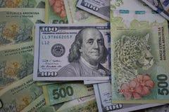 金融法案、阿根廷比索和美元 免版税库存图片