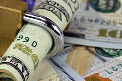 金融证券与锁的二十美金 免版税库存图片