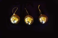 金衣服饰物之小金属片圣诞节中看不中用的物品 免版税库存图片