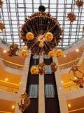 金装饰在购物中心 免版税库存图片