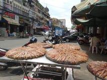 金边拥挤的街-柬埔寨的首都 免版税库存照片