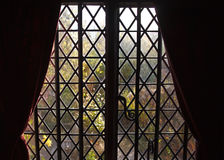 金钢石点阵在剪影的窗口修剪 库存照片