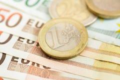 金钱、欧洲货币(EUR)钞票和硬币 免版税图库摄影
