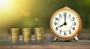 金钱储款和时间横幅 库存照片