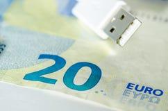 金钱和技术 免版税图库摄影