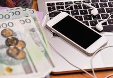 金钱和电子设备 免版税库存照片