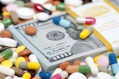 金钱和药物 免版税库存图片