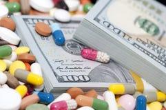 金钱和药物 免版税库存照片