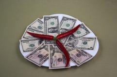 金钱和食物在板材,图象1 免版税库存照片