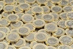 金钱囤积居奇  疏散堆英磅硬币 库存图片