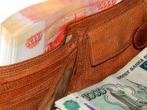 金钱在您的在5,000卢布的钱包里 免版税库存照片