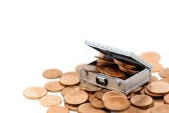 金钱或硬币在白色背景隔绝的胸口箱子, busines 免版税库存图片