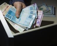 金钱抢劫和偷窃的概念  库存照片