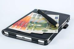 金钱片剂和笔 库存照片