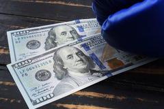 金钱的体育,装箱为金钱 美元和拳击手套 免版税图库摄影