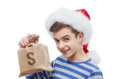 金钱礼物圣诞节概念,拿着与货币的圣诞老人一个袋子 免版税库存图片