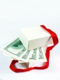 金钱里面被打开的礼物盒 图库摄影