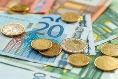 金钱eurocoins和钞票 库存照片