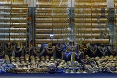 金银手饰店在盛大义卖市场,伊斯坦布尔 免版税库存图片