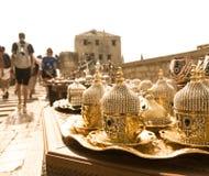 金银色金刚石咖啡具 免版税图库摄影