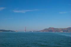 金门大桥在有美好的天蓝色的oce的旧金山 免版税库存图片