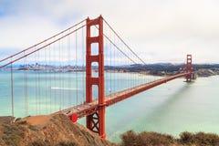 金门大桥在有雾的天,旧金山 免版税图库摄影