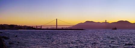 金门大桥现出轮廓在日落 免版税图库摄影