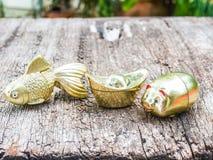 金鱼,金猪,金锭 免版税库存照片